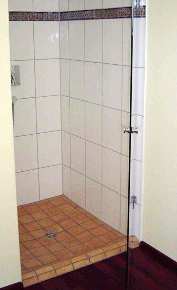 Fliesen design bernhardt referenzen - Ebenerdige dusche fliesen ...